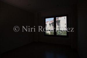 Fotografia sub expuesta para interior y bien expuesta exterior venta para aplicar la técnica del HDR - Niri-Rodriguez-Fotografa-Inmobiliaria-de-Pontevedra