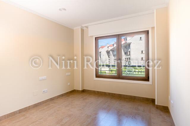 Fotografia inmobiliaria de un espacio interior resultado de la fusion de dos fotos con la tecnica de HDR - Niri Rodriguez Fotografa inmobiliaria de Pontevedra